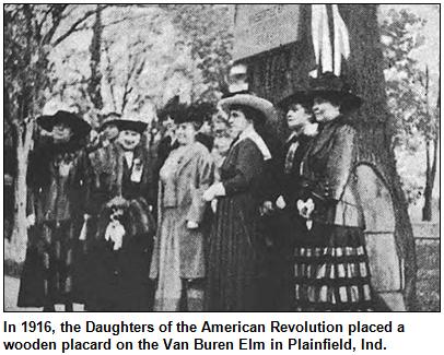 The DAR presentation with the original memorial plaque in 1916.